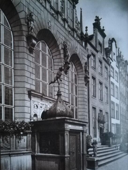 Wejście do restauracji 'Ratskeller' od strony Długiego Targu