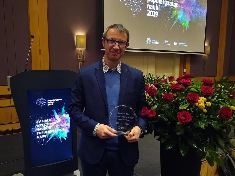 Dr Wojciech Glac po wręczeniu nagrody dla najlepszego popularyzatora nauki