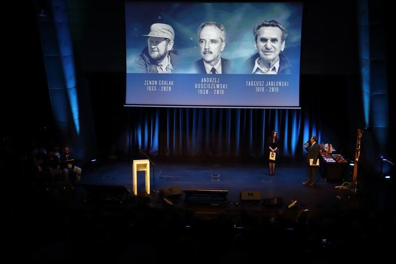 Podczas wydarzenia w ECS wspominano przedstawicieli braci żeglarskiej, którzy odeszli w minionym roku, a były wśród nich także osoby nieodłącznie związane z Nagrodą przyznawaną od 50 lat...