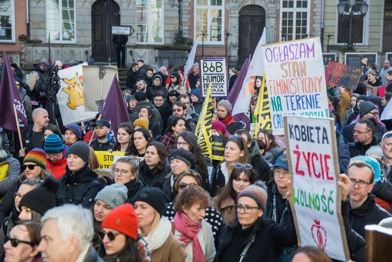 Uczestnicy tegorocznej Manify skandowali w imieniu niszczonej Ziemi, a także przeciwko nierównym płacom i przemocy domowej wobec kobiet