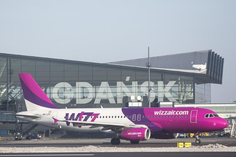 Samolot Wizz Air w Porcie Lotniczym Gdańsk im. Lecha Wałęsy