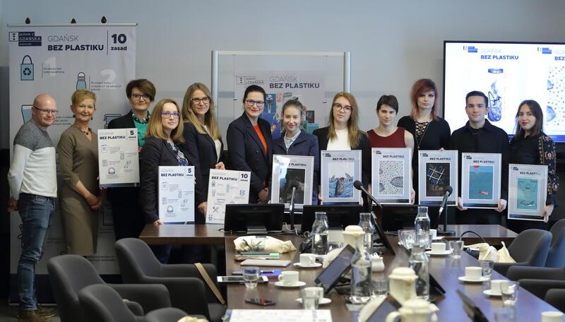 Młodzi artyści Akademii Sztuk Pięknych w Gdańsku na spotkaniu z prezydent miasta Aleksandrą Dulkiewicz