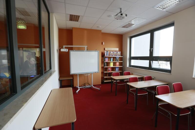 Dzień Otwarty Pozytywnej Szkoły Podstawowej w Gdańsku Kokoszkach. Od poniedziałku puste sale w szkołach w całym kraju