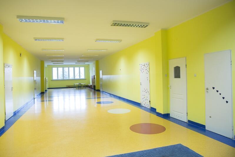 Korytarz w budynku Szkoły Podstawowej nr 81 w Osowej
