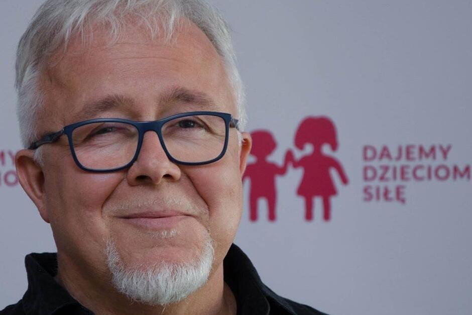 Krzysztof Sarzała, pedagog, autor wpisu o tym, że w czasach koronowirusa nie wolno zapominać o sytuacji psychologicznej dzieci
