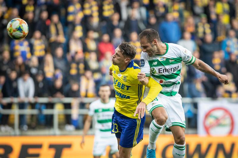 W październiku 2019 roku derby odbyły się w Gdyni. Na zdjęciu Flavio Paixao i Luka Marić
