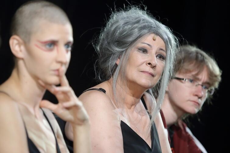 Teatr Wybrzeże. Dorota Kolak w roli Hekabe w Trojankach  Eurypidesa w reżyserii Jana Klaty