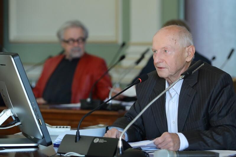 Aleksander Żubrys, przewodniczący Gdańskiej Rady Seniorów: - Ja akurat radzę sobie świetnie sam, ale bardzo pochwalam i popieram takie inicjatywy, tak być powinno