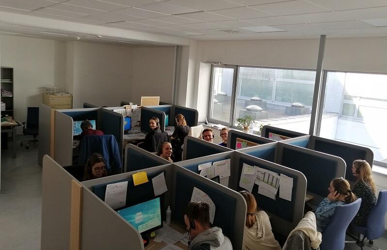 Call center Uniwersyteckiego Centrum Klinicznego, w niedzielę pracowało tu 15 studentów wolontariuszy z Gdańskiego Uniwersytetu Medycznego