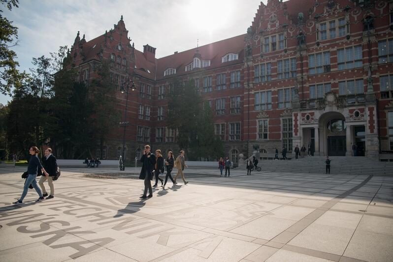 Politechnika Gdańska, gmach główny. Od 12 do 25 marca zajęcia są zawieszone na skutek pandemii koronawirusa. Co dalej - to decyzja Ministerstwa Nauki i Szkolnictwa Wyższego