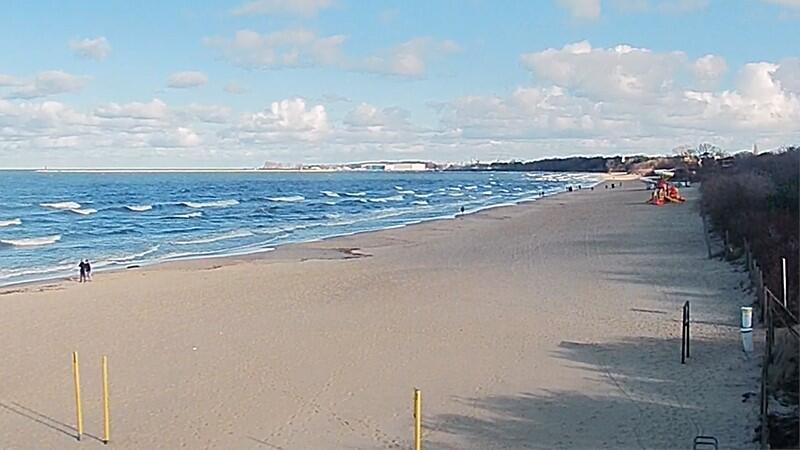 Plaża wokół mola w Brzeźnie