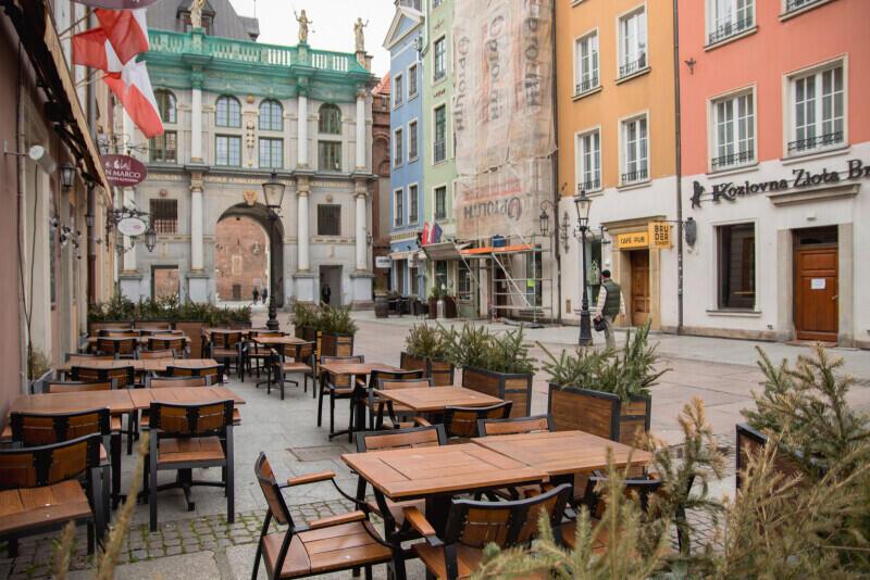 Opustoszały Gdańsk i lokale gastronomiczne po ogłoszeniu zagrożenia epidemicznego na obszarze RP