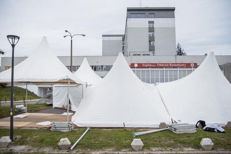 18.03.2020. Powstają kolejne namioty przyszpitalne, jako rezerwa lokalowa na wypadek wybuchu epidemii ponad spodziewane normy. W tym przypadku to namiot-poczekalnia przed szpitalem na Zaspie