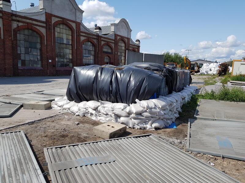Niebezpieczne odpady pozostawiono w ubiegłym roku na Przeróbce, przy ul. Siennickiej