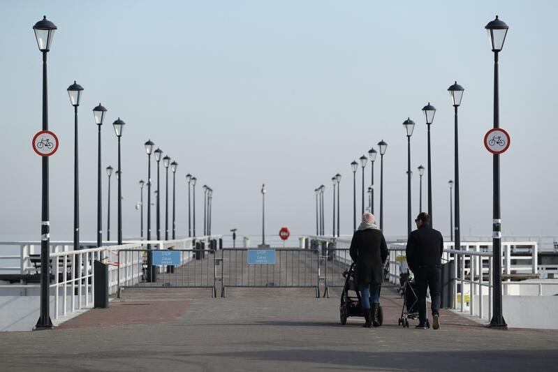 Mola w Brzeźnie i w Sopocie zamknięte. Od czwartku zakaz spacerów po drewnianych promenadach