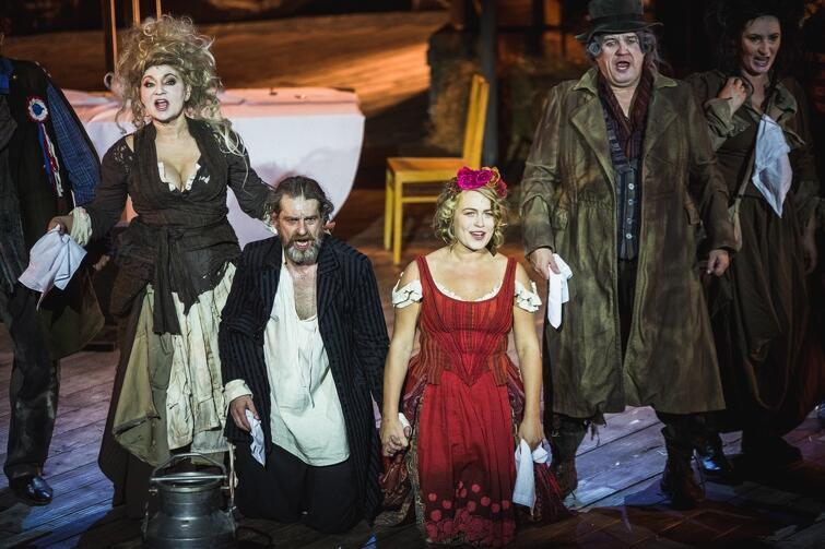Spektakl Teatru Wybrzeże Karmaniola  otrzymał aż dwie nagrody marszałka - za reżyserię - Paweł Aigner oraz za główną rolę żeńską - Agata Bykowska