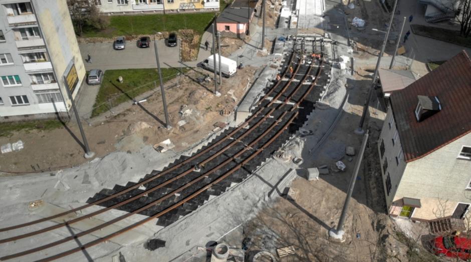 Większość robót koncentruje się w centrum dzielnicy Stogi, gdzie powstaje nowe torowisko