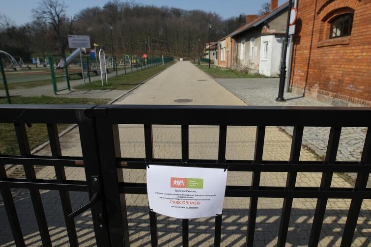 Zamknięty plac zabaw przy Parku Oruńskim