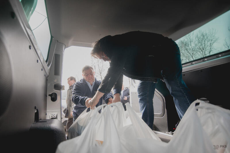 Zakupy oraz ich dostarczanie przeprowadzane są z zachowaniem zasad bezpieczeństwa, zgodnie z obostrzeniami wprowadzonymi przez rząd w związku z przeciwdziałaniem rozprzestrzeniania się epidemii koronawirusa