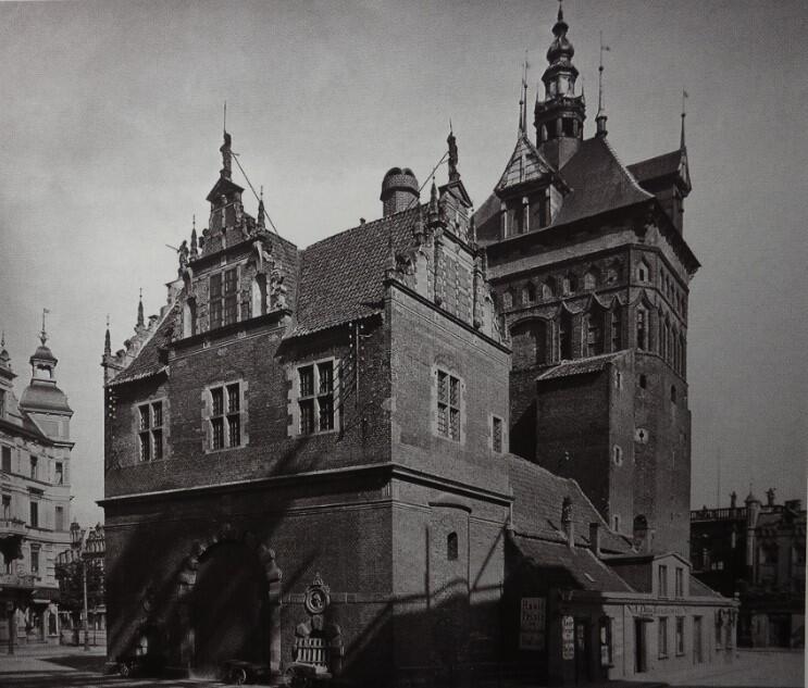 'Pałacyk Sprawiedliwości' czyli zaadaptowany na sąd i więzienie dawny barbakan; widok budynku z 1910 roku