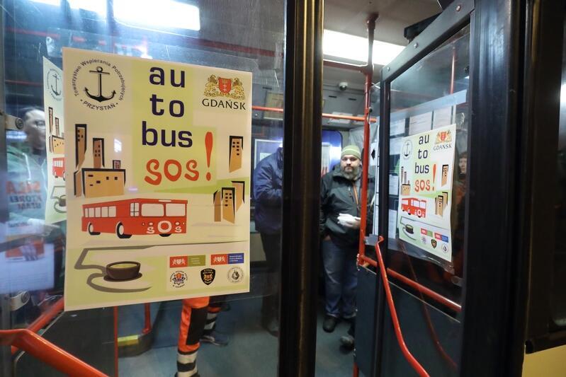 """Autobus SOS - obecnie ciepła zupa wydawana jest potrzebującym """"na wynos"""""""