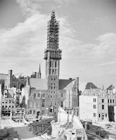 Odbudowa Ratusza i Głównego Miasta - zdjęcie po 1947 roku