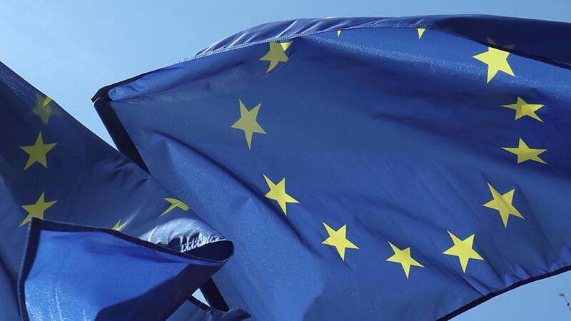 Flagi Unii Europejskiej w Gdańsku wywieszone z okazji 15 rocznicy wejścia Polski do jej struktur