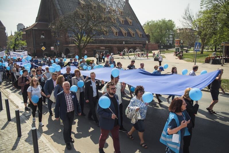 Marsz Gdańsk Solidarnie dla Autyzmu, który przeszedł ulicami miasta w 2019 r.