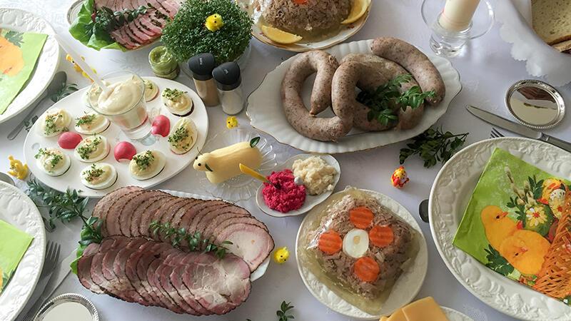 Ta Wielkanoc będzie inna niż wszystkie dotąd, zapomnijmy o wielkich rodzinnych stołach. Może więc warto odpuścić sobie gotowanie i spróbować przysmaków oferowanych przez lokalną gastronomię?