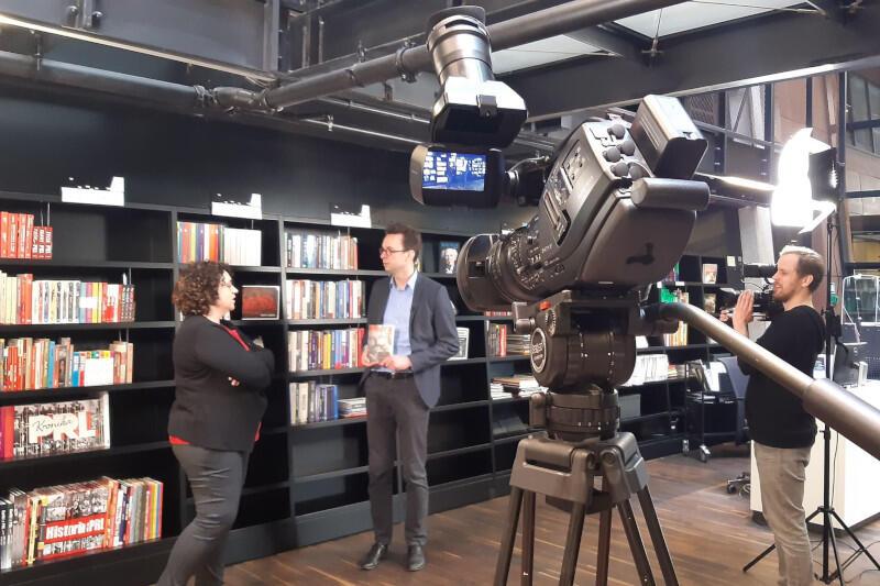 Magdalena Jedlicka oraz dr Jacek Kołtan nagrali specjalny materiał w ramach cyklu #ecsonline biblioteka