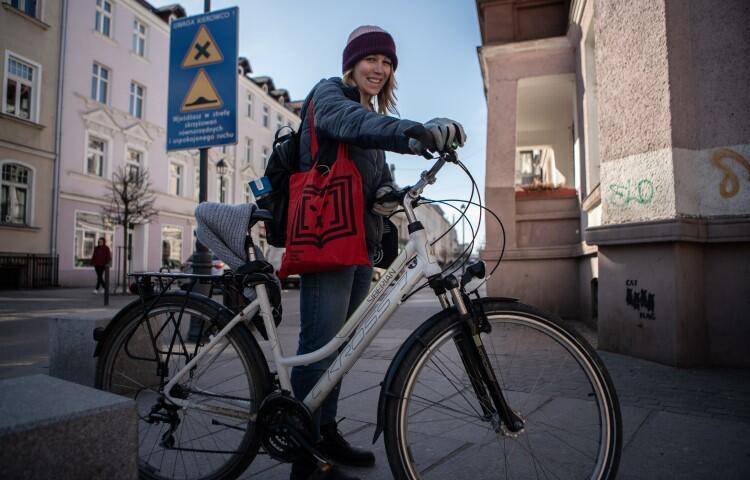 Malwina, rowerowa kurierka codziennie pokonuje kilkadziesiąt kilometrów