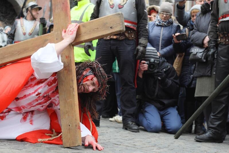 W tym roku z powodu epidemii koronawirusa w Wielki Piątek nie może się odbyć uliczne Misterium Męki Pańskiej, które ma w Gdańsku kilkunastoletnią tradycję i co roku przyciąga tysiące uczestników