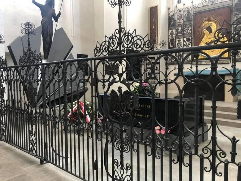 Modlitwa w intencji ofiar katastrofy smoleńskiej będzie miała miejsce w Bazylice Mariackiej przy grobie śp. Macieja Płażyńskiego i Pomniku Smoleńskim