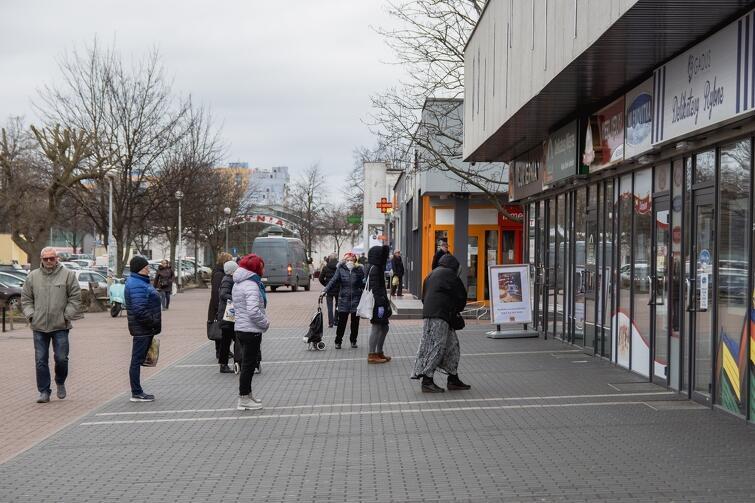 Rząd utrzymał dotychczasowe obostrzenia dotyczące m.in. maksymalnej liczby klientów przebywających jednorazowo w sklepach