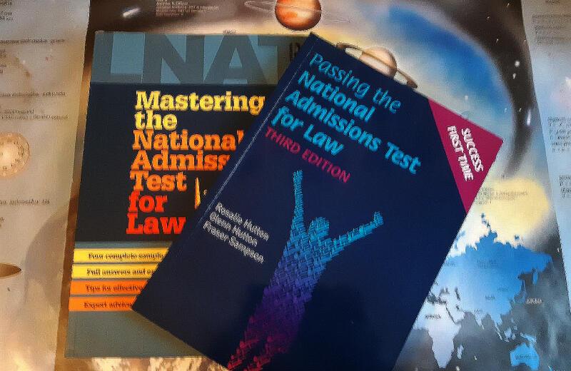 Moje książki przygotowujące do LNAT'a: egzaminu przedmiotowego z prawa