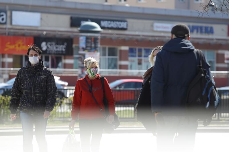 Od 16 kwietnia - już obowiązkowo - zasłaniamy usta i nos w przestrzeni publicznej
