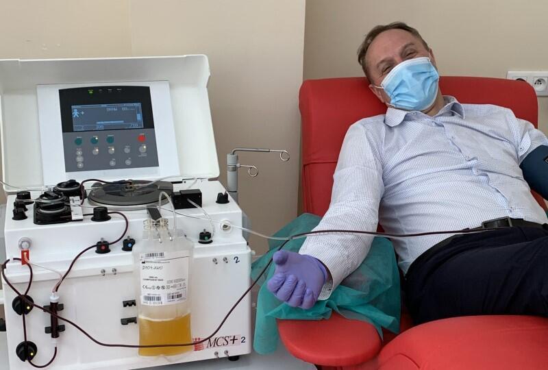 Mieczysław Struk pojawił się w Regionalnym Centrum Krwiodawstwa i Krwiolecznictwa w Gdańsku we wtorek, 21 kwietnia. Marszałek został w wypisany ze szpitala w pierwszych dniach kwietnia, gdy przeprowadzony dwukrotnie test na obecność wirusa okazał się ujemny