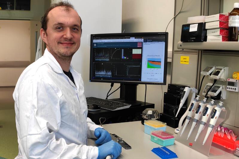 Dr Łukasz Rąbalski, adiunkt w Zakładzie Szczepionek Rekombinowanych Międzyuczelnianego Wydziału Biotechnologii UG i GUMed