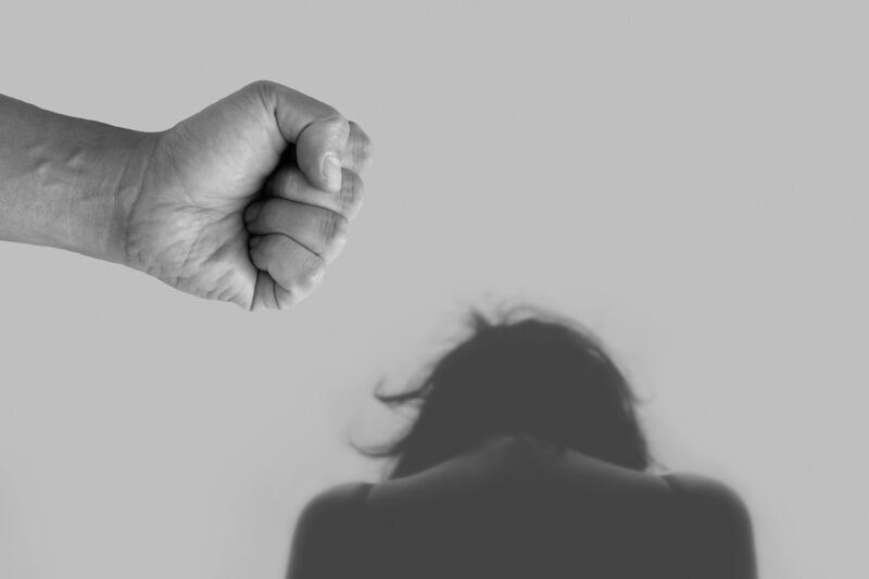 Jesteś ofiarą przemocy domowej albo sprawcą? Nie bój się zgłosić po pomoc. Instytucje i organizacje pozarządowe oferują kompleksowe wsparcie