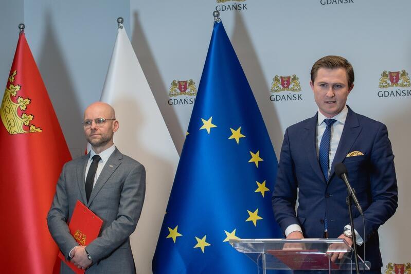 Piotr Grzelak, zastępca prezydent ds. zrównoważonego rozwoju oraz Alan Aleksandrowicz, zastępca prezydent ds. inwestycji, przedstawili w piątek, 24 kwietnia, kolejne formy pomocy dla gdańskich przedsiębiorców