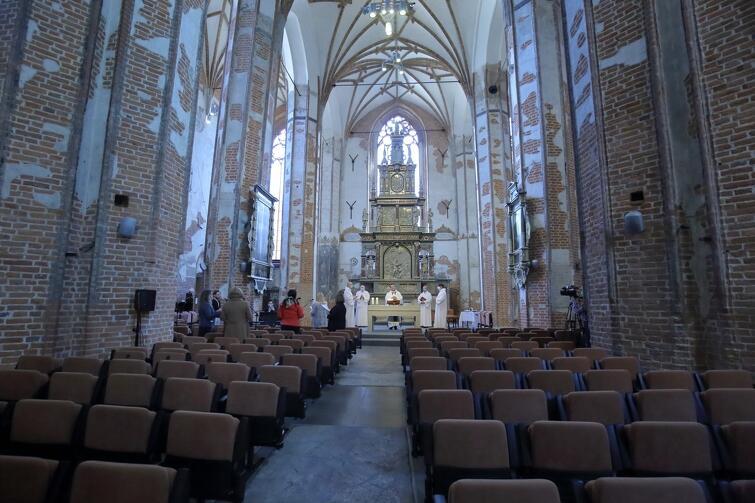 W mszy lub innym obrzędzie religijnym może uczestniczyć ograniczona liczba osób