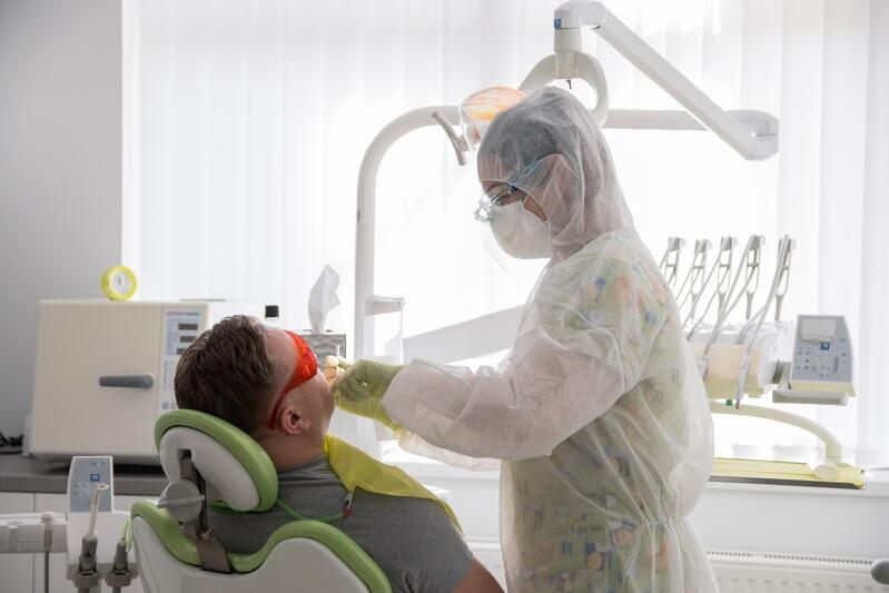 W czasie koronawirusa do dentysty mogą być przyjęci wyłącznie pacjenci bólowi , czy tacy, którzy potrzebują pilnej interwencji stomatologa