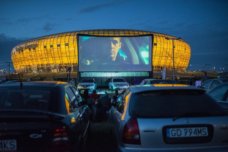Na zdjęciu Kino Samochodowe przy Stadionie Energa Gdańsk. Seans filmowy był częścią 20. Festiwalu Filmów Kultowych w 2017 roku