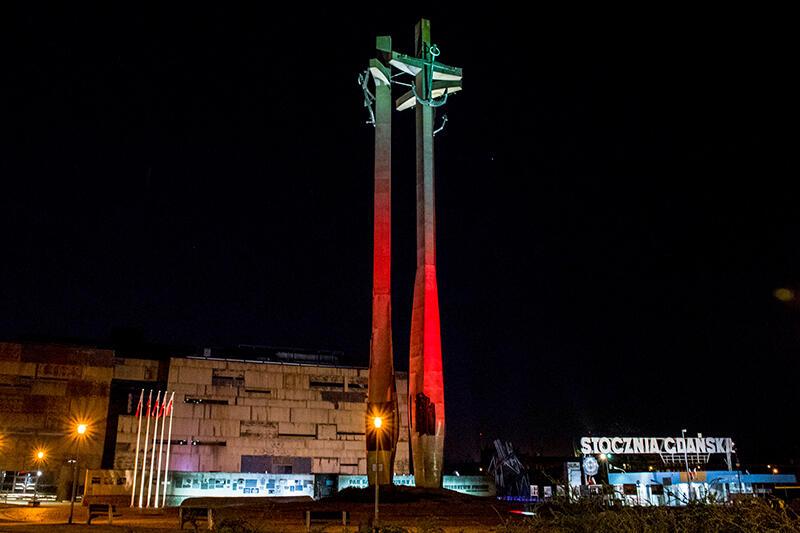 Pomnik Poległych Stoczniowców na placu Solidarności przy Europejskim Centrum Solidarności będzie jednym z podświetlonych symboli