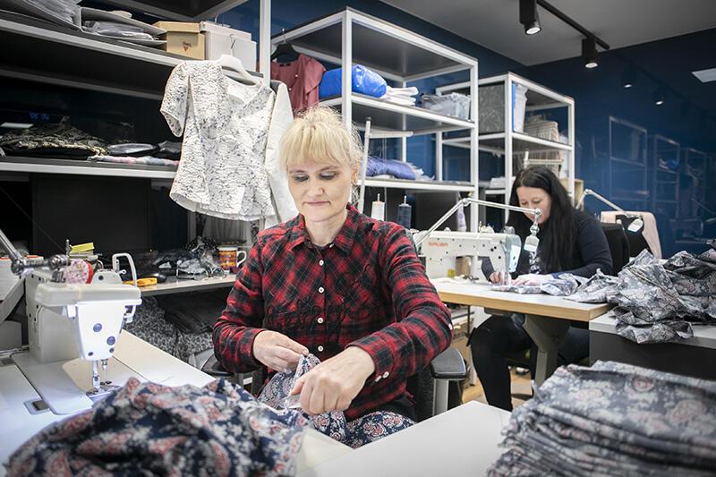 Maseczki w firmie LPP szyje około 80 osób, część w ramach codziennej pracy, część w domach