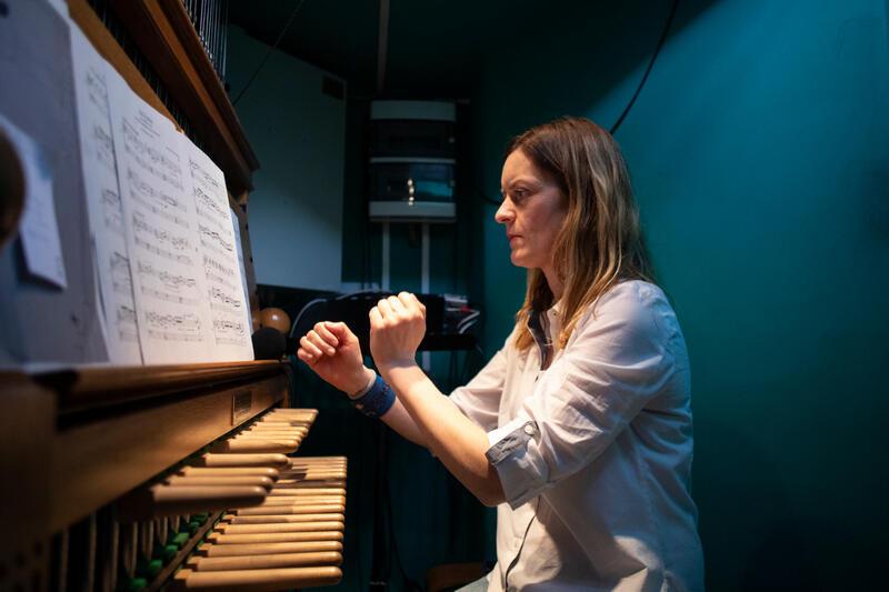 Monika Kaźmierczak, gdańska carillionistka, zagra w piątek, sobotę i niedzielę. Towarzyszyć jej będą na trąbkach Paweł Hulisz i Emil Miszk