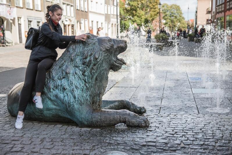 Fontanna Czterech Kwartałów - jedna z najefektowniejszych w Gdańsku, najchętniej odwiedzanych przez mieszkańców i turystów. Również ona na razie nie tryśnie wodą