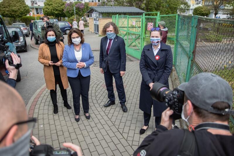 Kandydatka na urząd prezydenta RP Małgorzata Kidawa-Błońska spotkała się w Gdańsku z prezydent Gdańska Aleksandrą Dulkiewicz i prezydentem Sopotu Jackiem Karnowskim