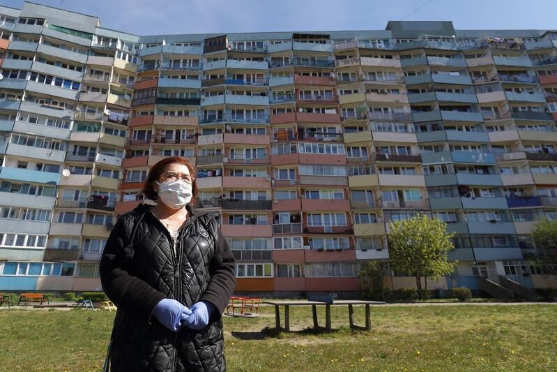 Dorota Chleboś opiekunka środowiskowa z Gdańskiej Spółdzielni Socjalnej przed wizytą u jednego ze swoich podopiecznych w Nowym Porcie