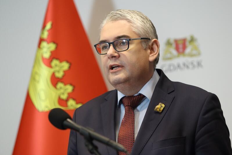 Jak poinformował Piotr Kowalczuk, zastępca prezydenta Gdańska ds. usług społecznych miasto wystąpiło do służb sanitarnych i do wojewody o środki dezynfekcyjne i środki ochrony osobistej dla przedszkoli i żłobków